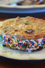 An ice cream sandwich on a plate.