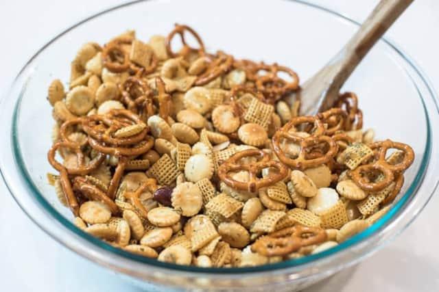 Garlic Dill Snack Mix