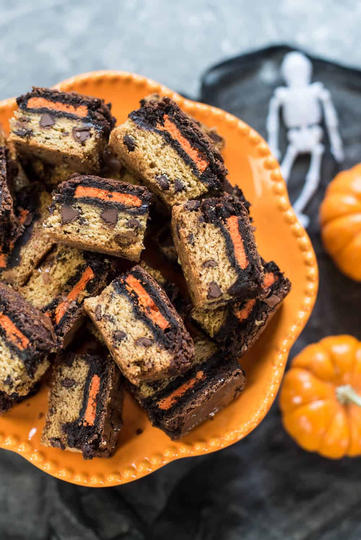 Halloween Oreo Brookie Bars on an orange platter.