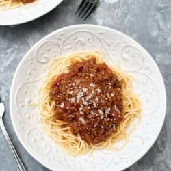 A bowl of spaghetti with meat sauce.