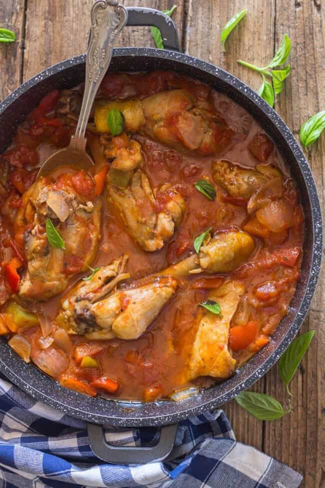 Easy Skillet Chicken Cacciatore | 30 Easy One Pot Recipes for Busy Days